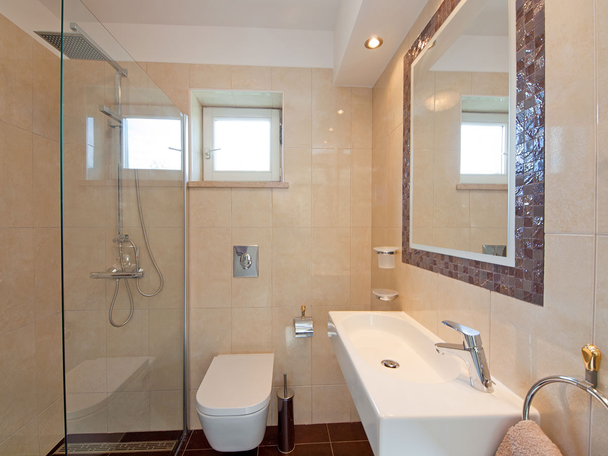 Bathroom with shower/toilet